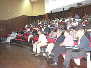 Audience in the Aula Magna of the Faculty of Medicine of the Eduardo Mondlane University, with in the first row (from left to right) Professors Nuno Taveira, Rui Sarmento e Castro, Saraiva da Cunha and Dr. Fernando Maltez.
